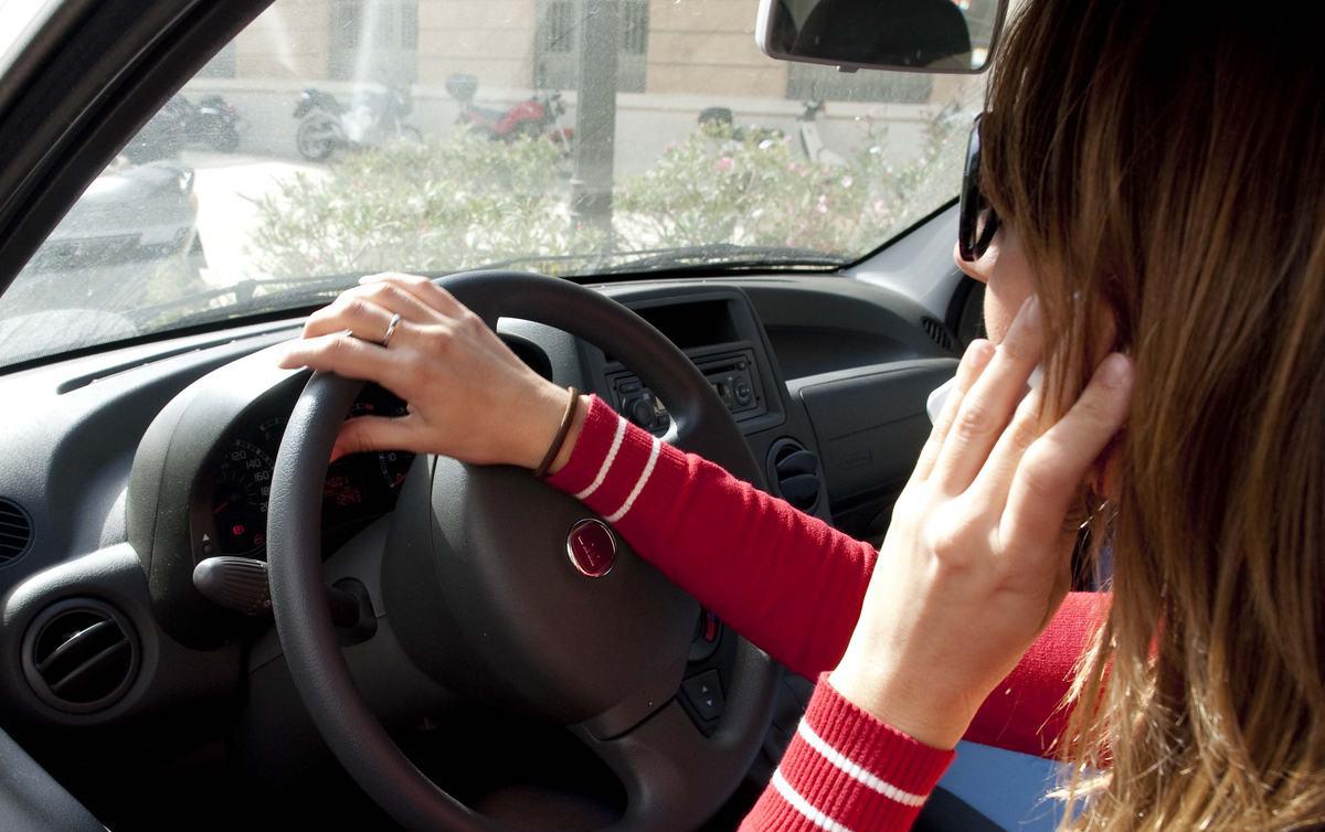 Accidente de tráfico por imcompatibilidad móvil y conducir